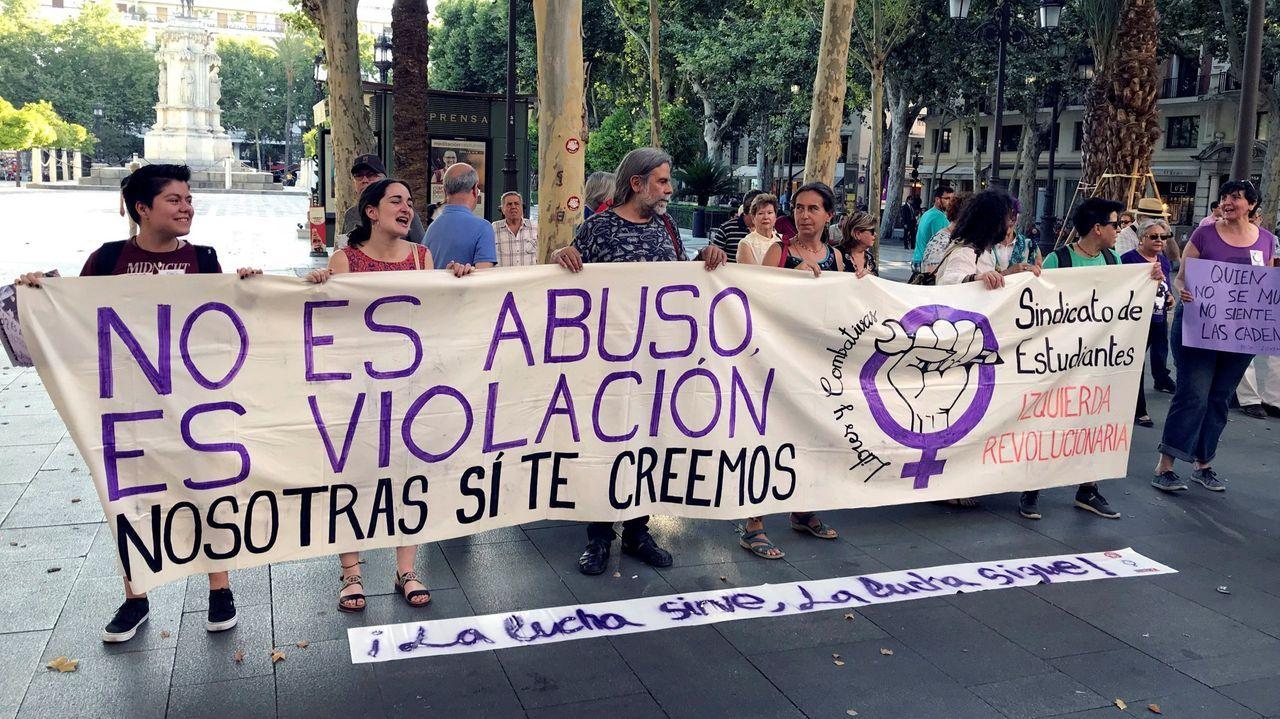 Manifestación en Sevilla para celebrar la decisión del Supremo de elevar de nueve a quince años la pena de prisión para los miembros de la Manada