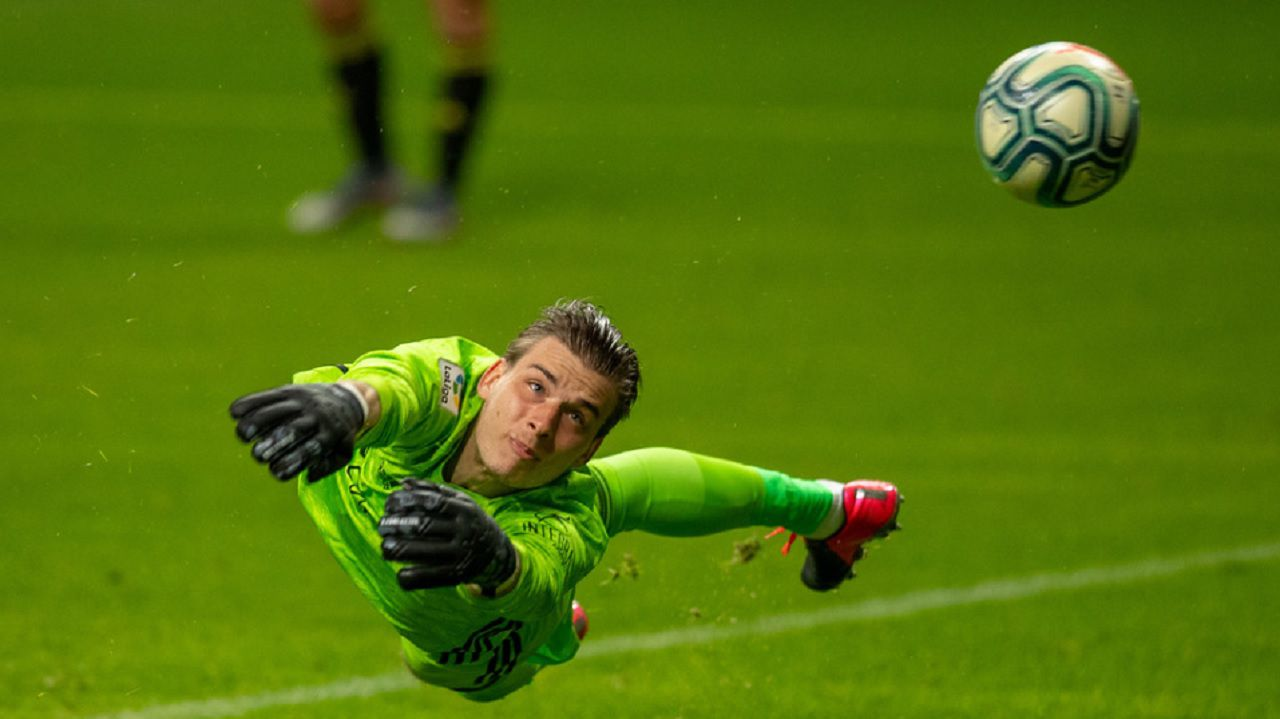 gol Luismi Ortuño Nolaskoain Real Oviedo Deportivo Carlos Tartiere.Lunin realiza una parada ante la Deportiva Ponferradina