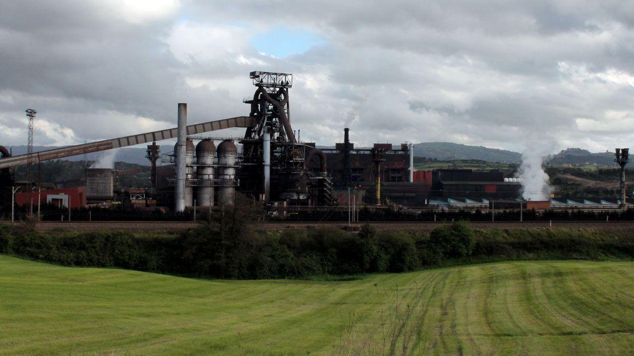 Calistenia en la Alameda.Factoría de Arcelor en Veriña