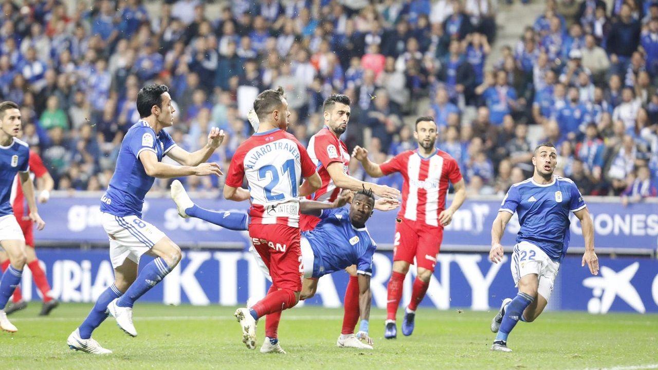 Gol Ibra Ibrahima Balde Real Oviedo Sporting derbi Carlos Tartiere Folch Joselu Javi Hernandez.Ibra remata para conseguir el 1-0 frente al Sporting