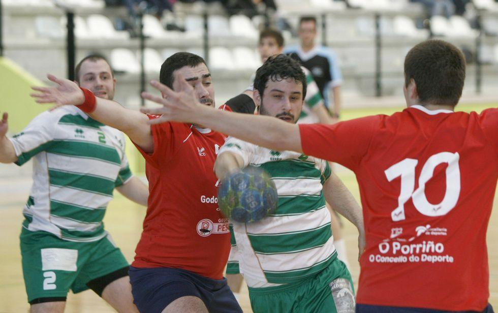 Imagen de archivo de un partido del BM Deza disputado en el Lalín Arena.