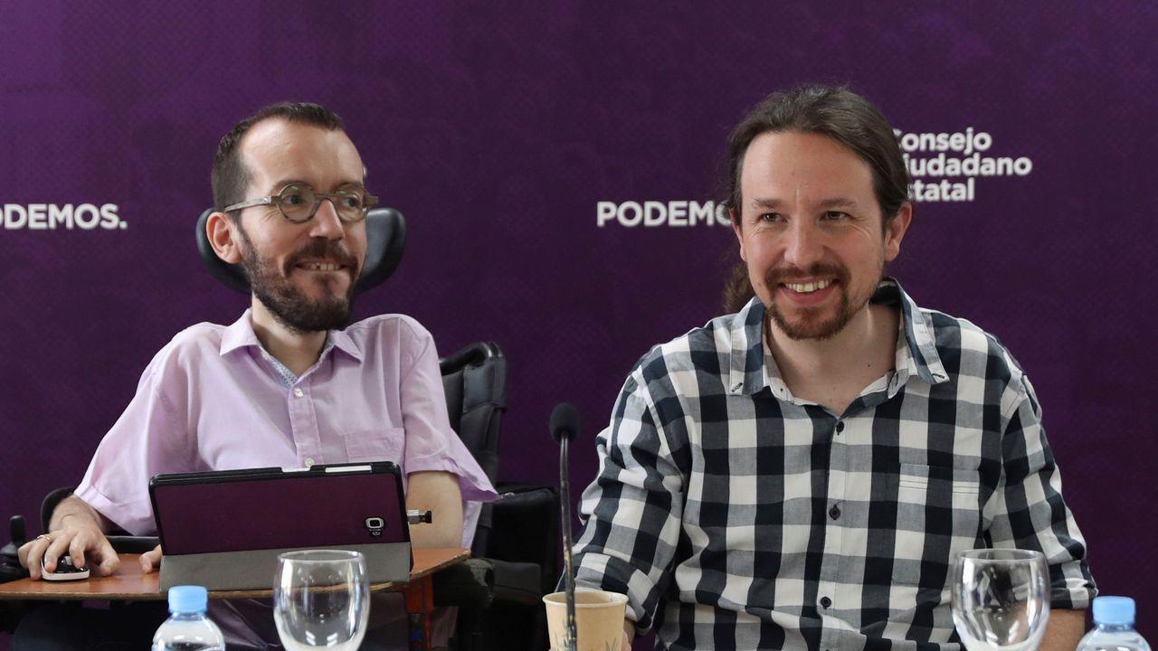 La lista de caídos en Podemos.Pablo Iglesias y Sofía Castañón, en el acto de La Camocha, en Gijón