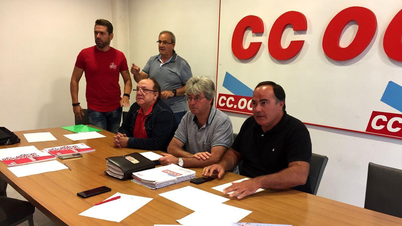 Las tormentas respetaron el Folión de Carros.Víctor Ledo (a la derecha) se reunió con responsables locales de Comisiones Obreras
