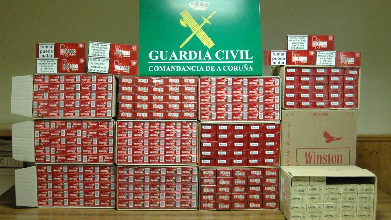 Un alijo de tabaco intervenido en Esteiro (Muros), por la Guardia Civil, en el 2011