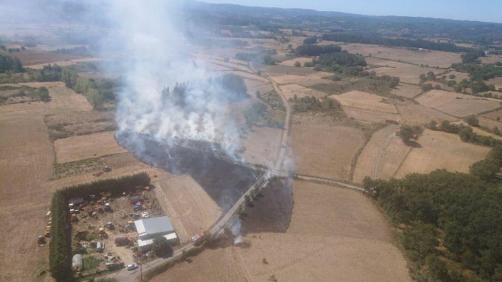 Fotografía de los primeros momentos del incendio de Monforte tomada deside el aire por brigadistas del helicóptero contraincendios del monte Marroxo