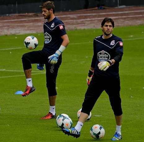 Último entrenamiento del Deportivo antes de partir rumbo a Vitoria.La presencia de Fabricio o de Lux bajo palos es una de las incógnitas del partido de mañana.