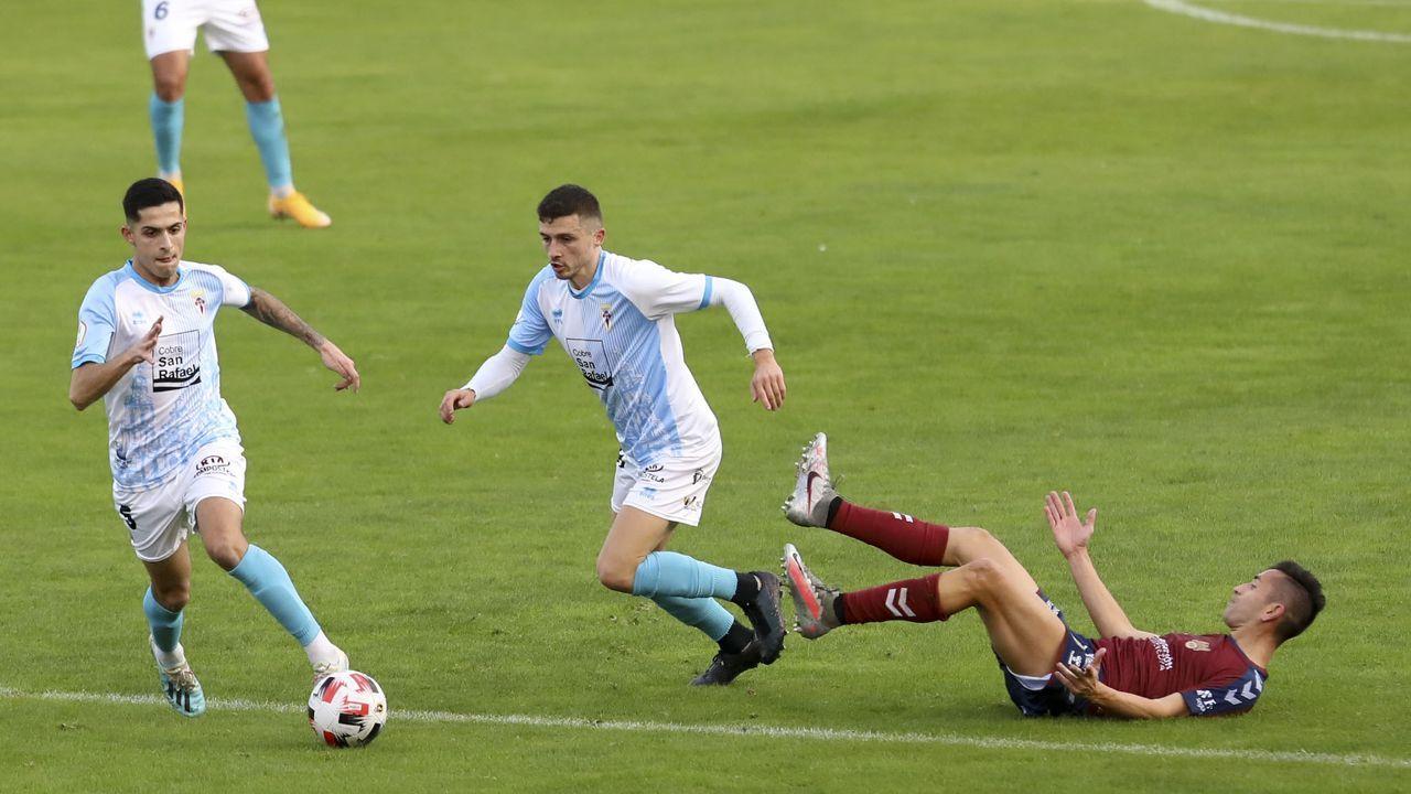 La trayectoria de Fernando Rey Tapias en imágenes.Javi Rozada durante el Real Oviedo-Huesca