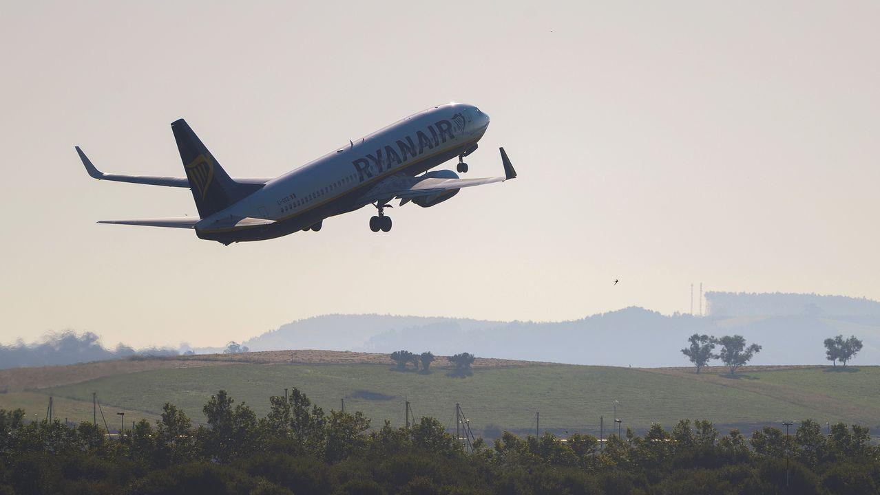 Peinador también desescala: llega el primer vuelo de Canarias