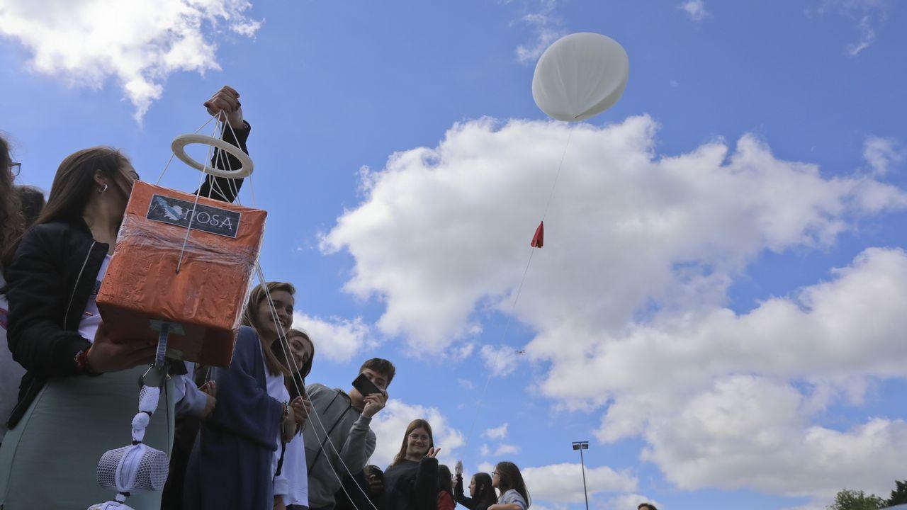 Lanzamiento desde el IESMaruxa Mallo de Ordes de una sonda estratosférica.Santa Cristina