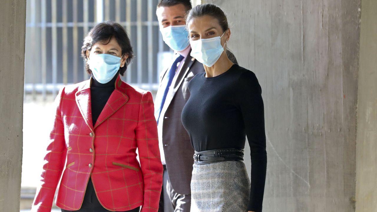 La ministra Celáa junto a la reina Letizia en una visita a Compostela la semana pasada