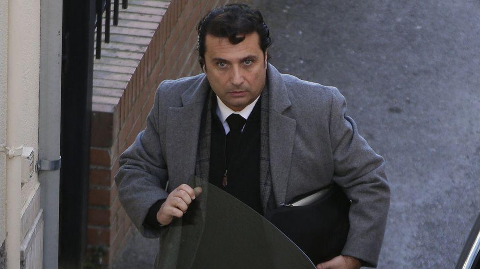 El capitán del Costa Concordia, Francesco Schettino, llega al lugar donde será juzgado.