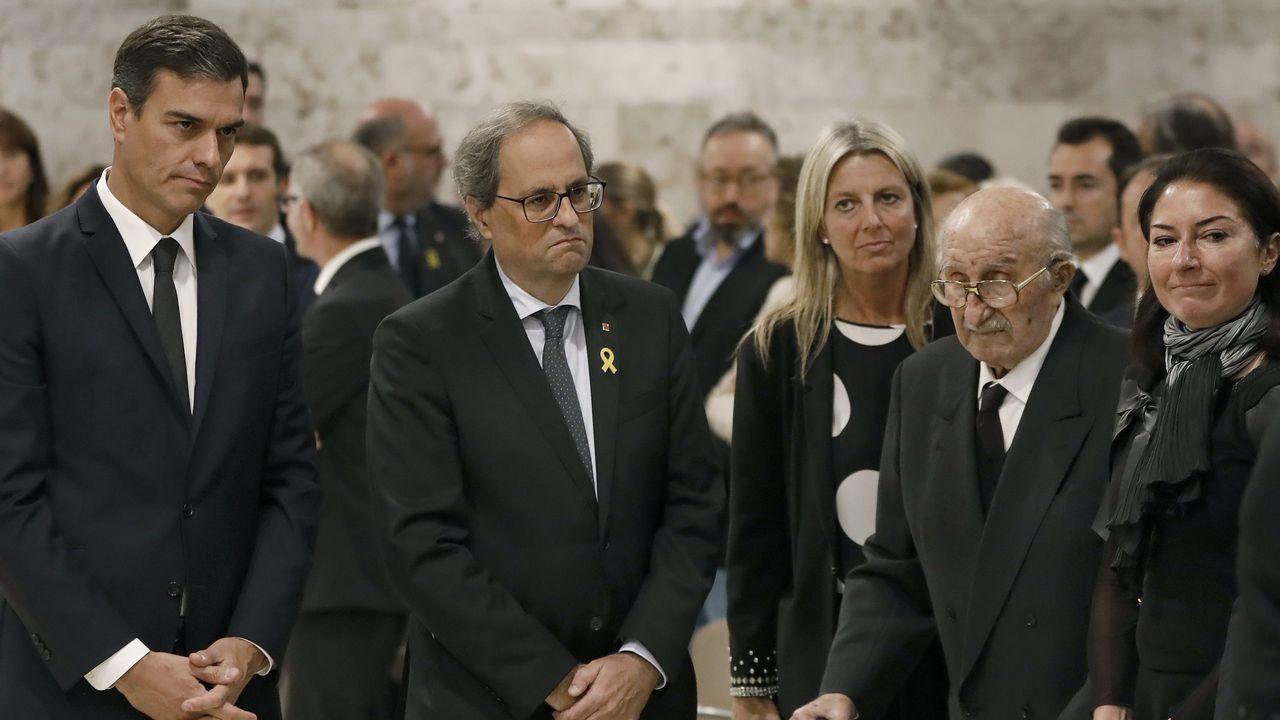 Último adiós a Montserrat Caballé en Barcelona.Centenares de personas participaron en la concentración y caminata alrededor de la prisión de Lledoners