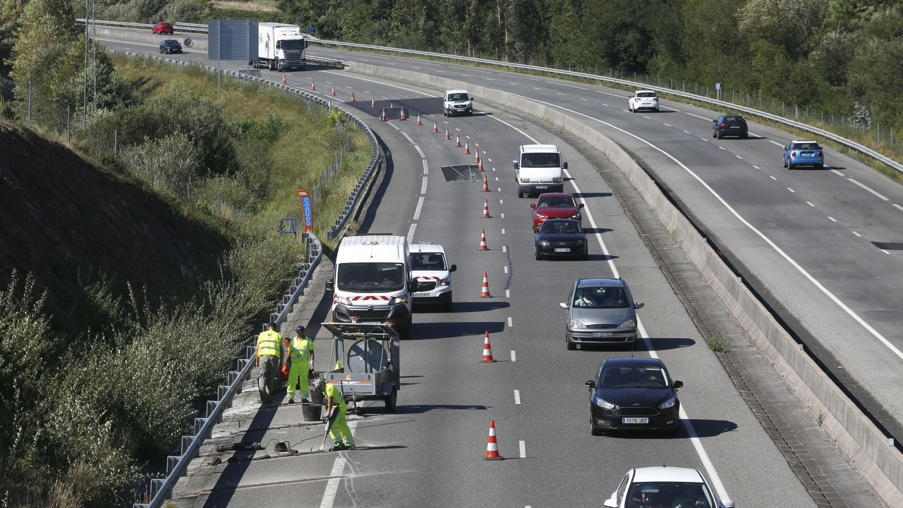Obras de asfaltado en la autovía do Salnés