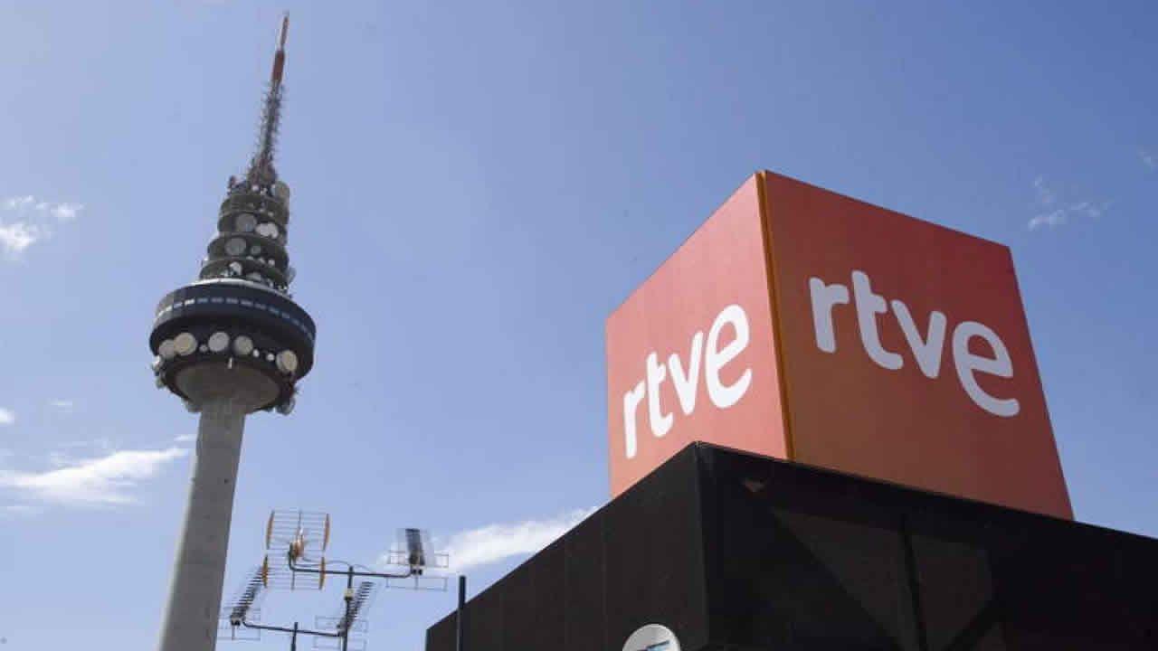 El vídeo de Daniel Ripa sobre la presencia en Asturias de los líderes de la derecha en campaña.Una mesa electoral en las pasadas elecciones generales