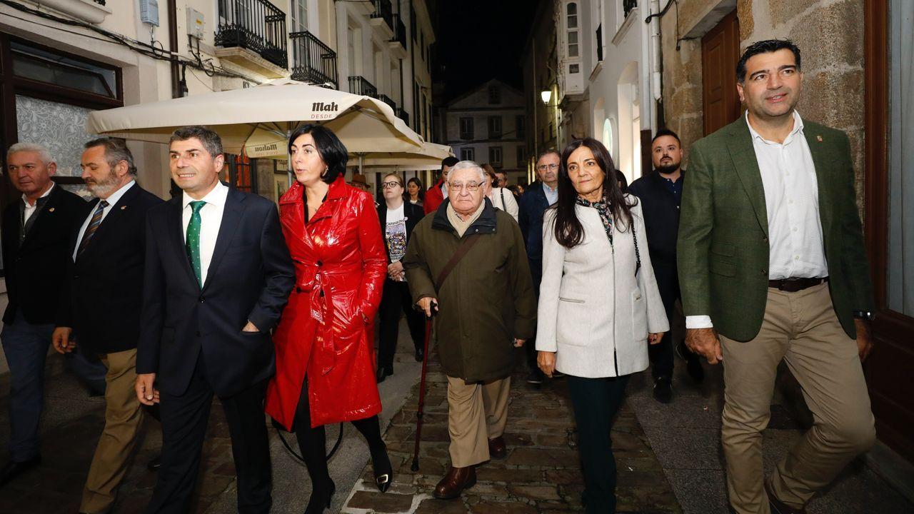 La actriz Hélga Méndez se convierte en la ciudad de Ferrol en la performance «A cidade está presente»