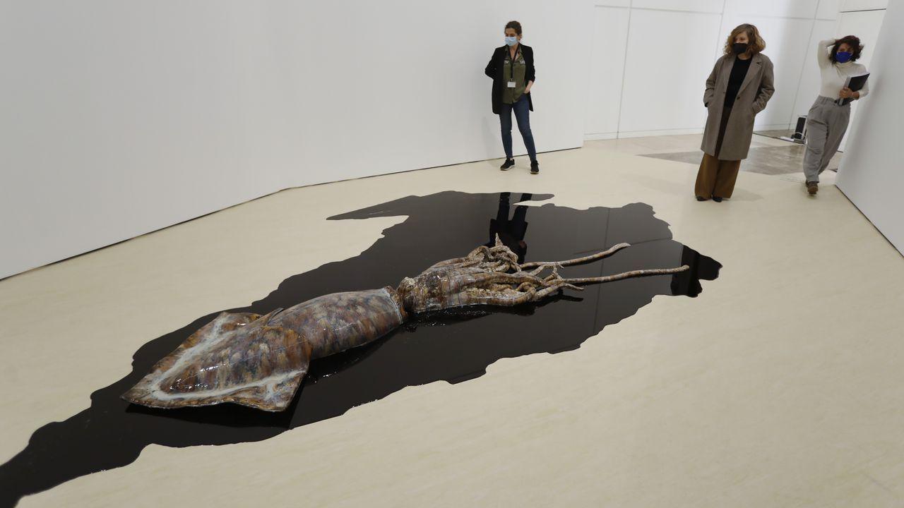 La muestra ordenada cromáticamente concluye con la obra de David Zink Yi.