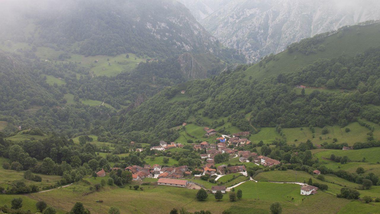 Sede de Izquierda Unida (IU) de Asturias.Autopista Y