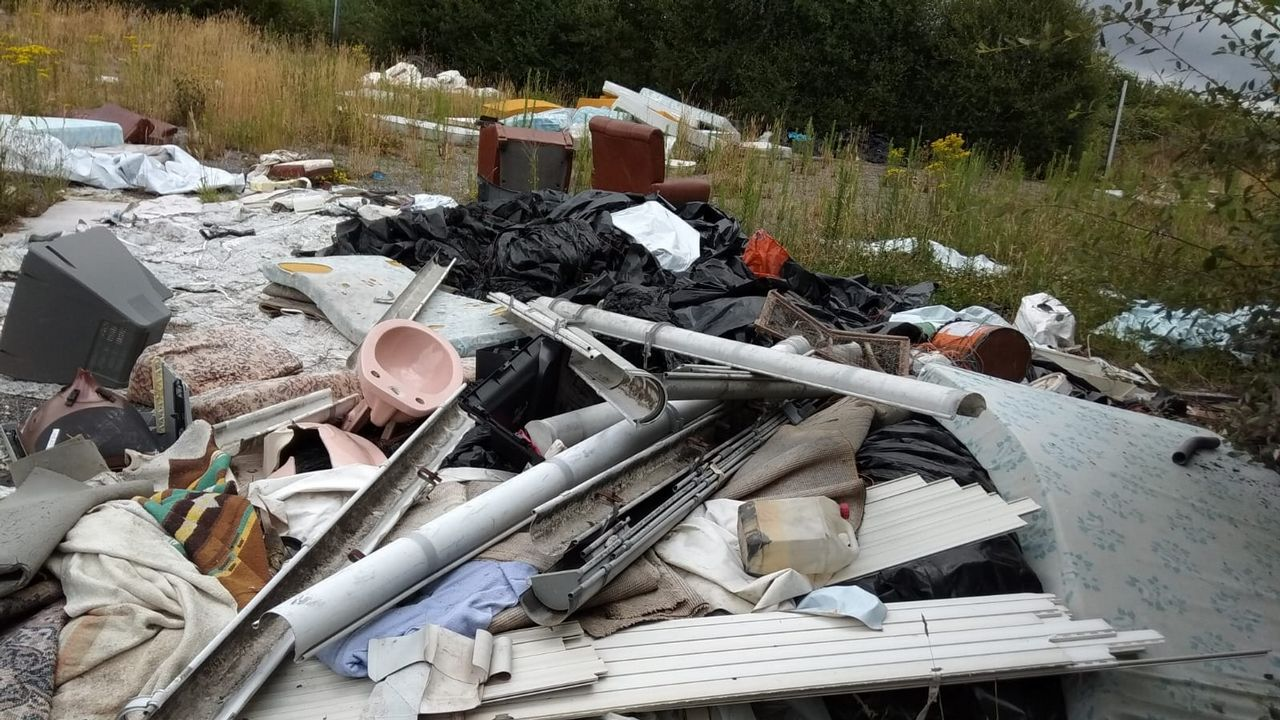 La basura inunda la periferia urbana y la zona rural
