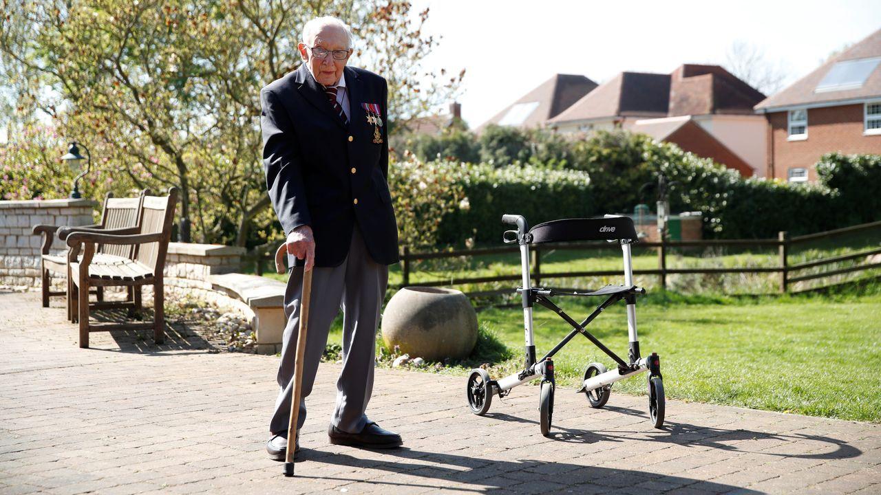 Un veterano de guerra británico recauda cinco millones para el sistema sanitario de su país.La protesta en la capital de Texas, Austin, fue una de las más multitudinarias