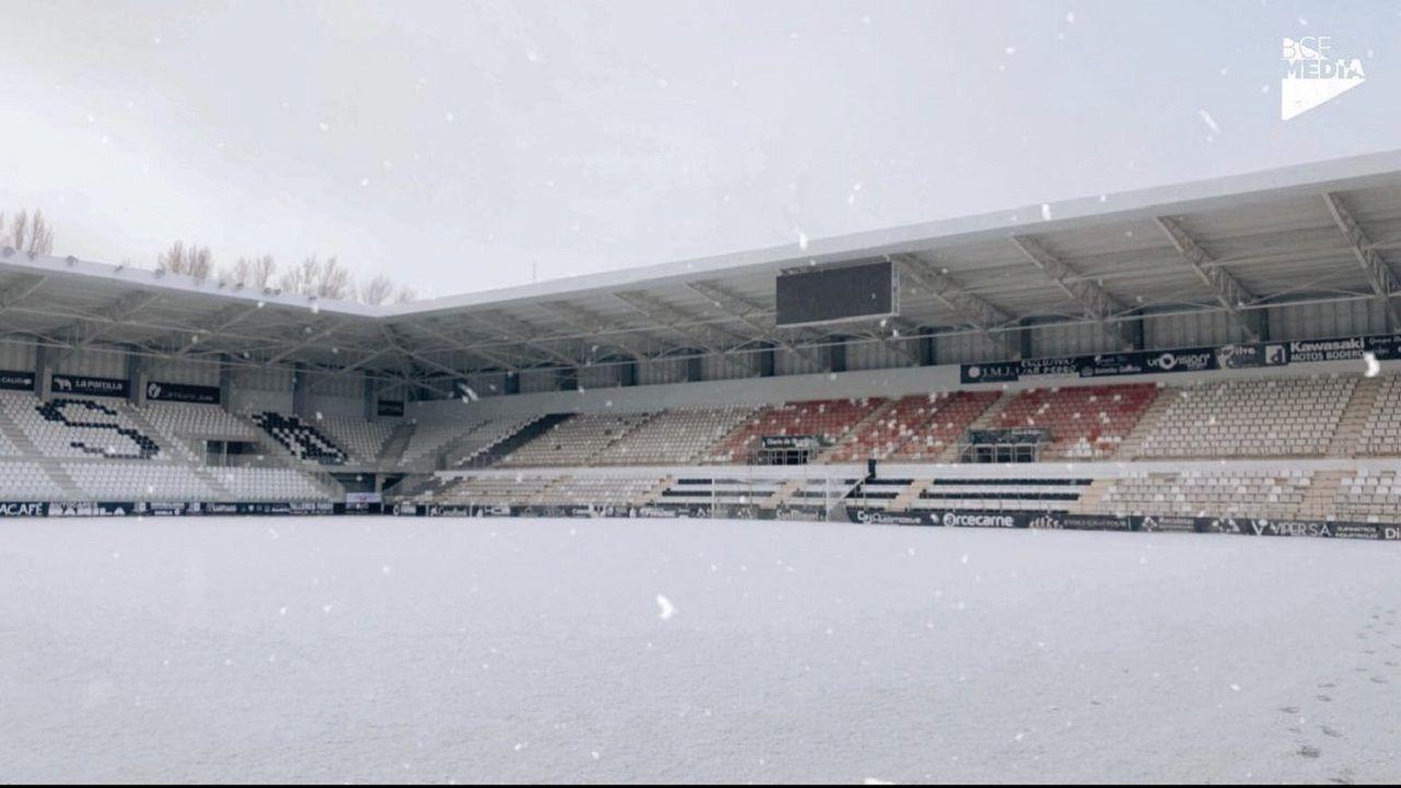 nieve Burgos Vetusta  Estadio Municipal de El Plantío.Imagen del Estadio Municipal de El Plantío