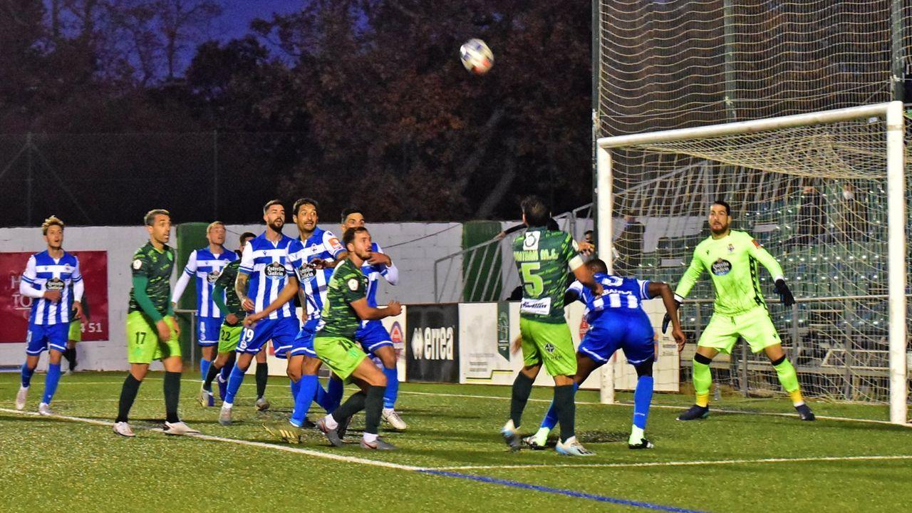 Imagen del partido entre el Guijuelo y el Deportivo en la primera vuelta