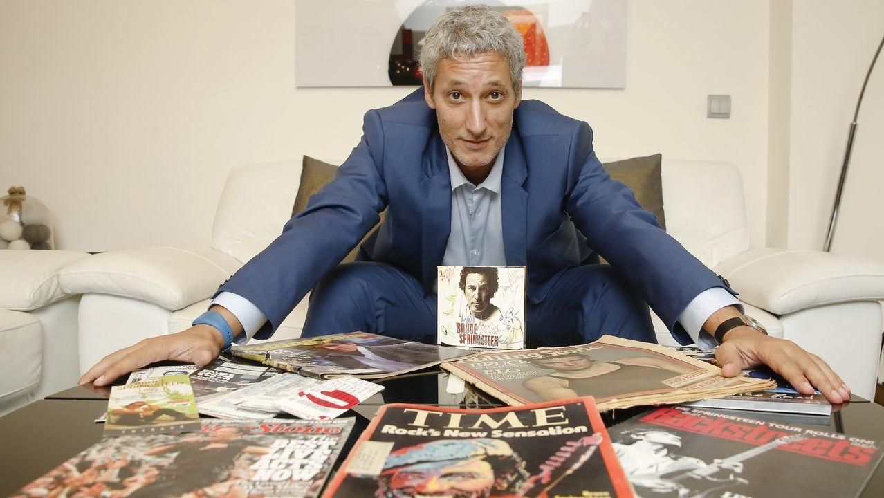 Marta Ortega luce embarazo en Casas Novas.Miguel muestra parte de la colección de revistas, entradas y objetos relacionados con Springsteen.