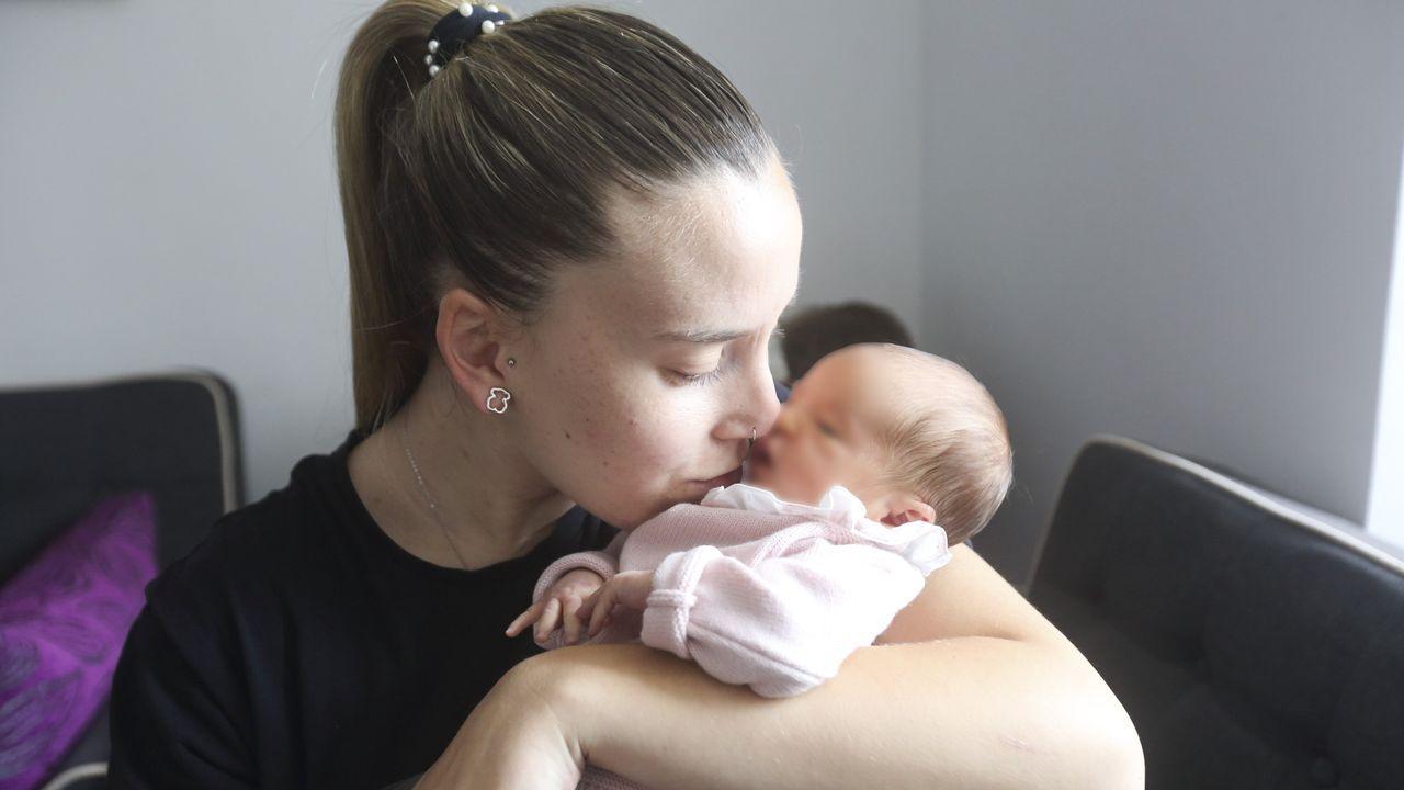 Josefa Garrido Sampedro y su hijo, durante el juicio por estafa que se celebró en junio del 2018 contra ambos en la sección compostelana de la Audiencia Provincial