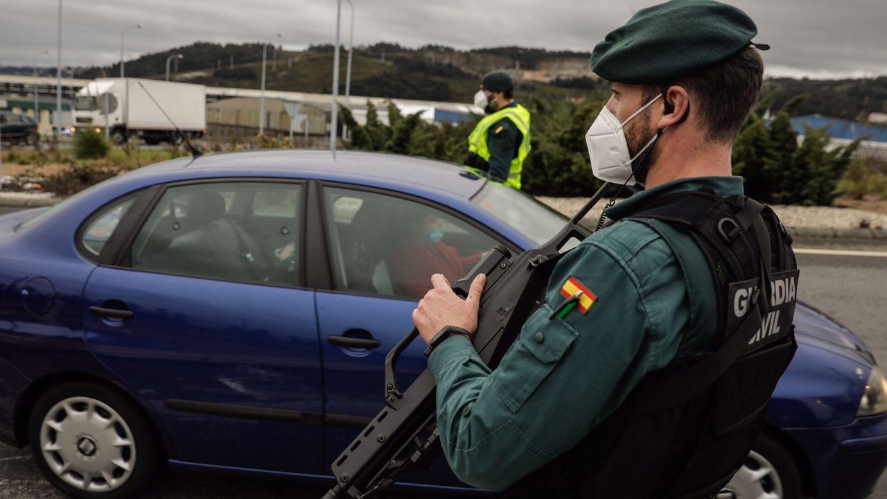 irixoa.Control de la Guardia Civil este martes en el entorno de A Coruña