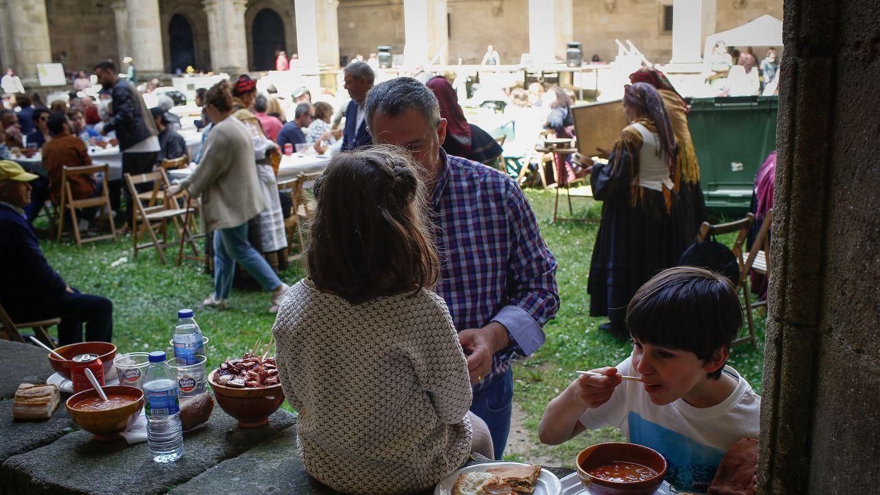Feira da faba de Celanova.El monasterio acogió una nueva edición de la feria de artesanía.