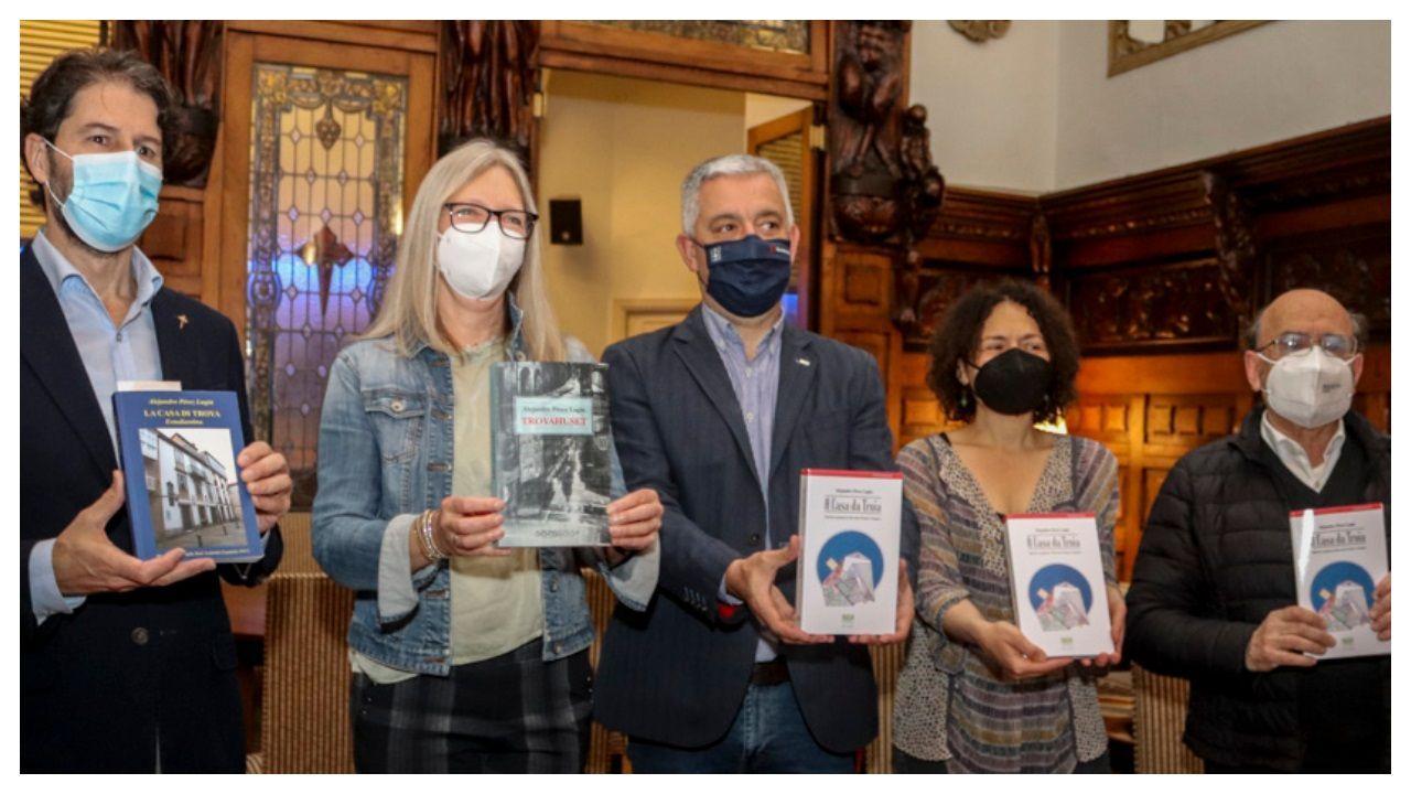 Las tres nuevas ediciones de la novela fueron presentadas en el Casino de Santiago