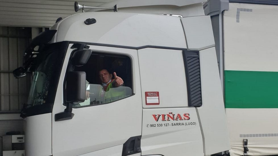 Alfonso López, en su camión, tras una semana en la recorrió más de 2.400 kilómetros