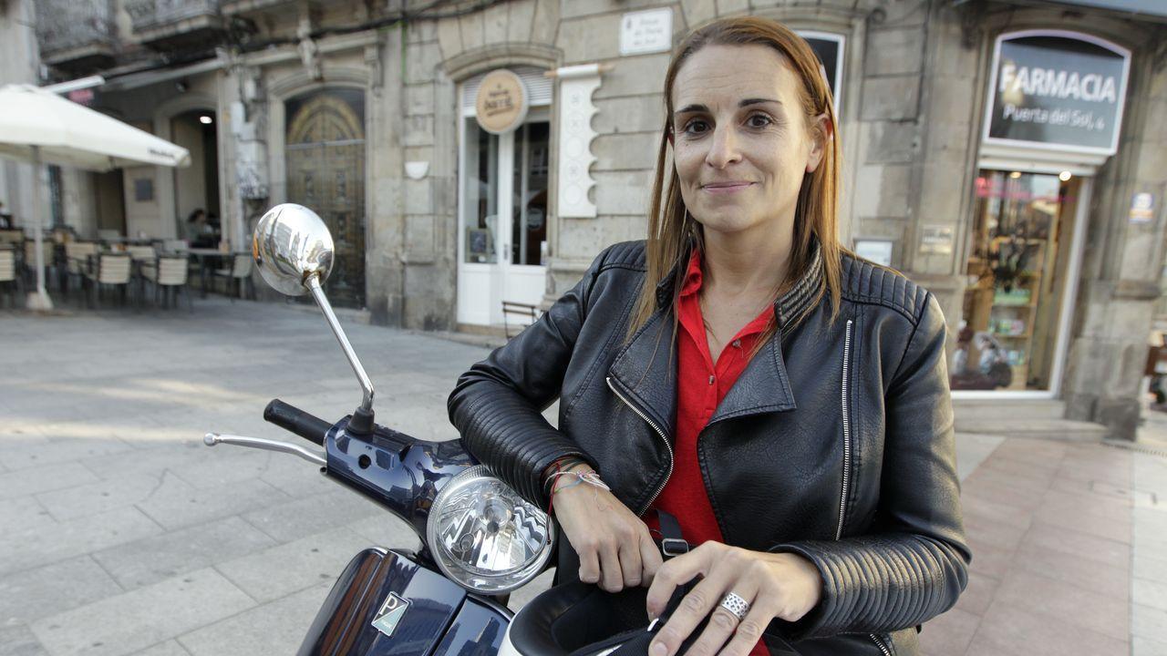 Loly Fernández regenta un bar en la calle Rosalía de Castro