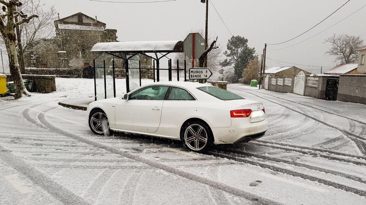 La nieve también ha llegado al concello ourensano de Muíños. Imágenes del enclave de Couso de Salas