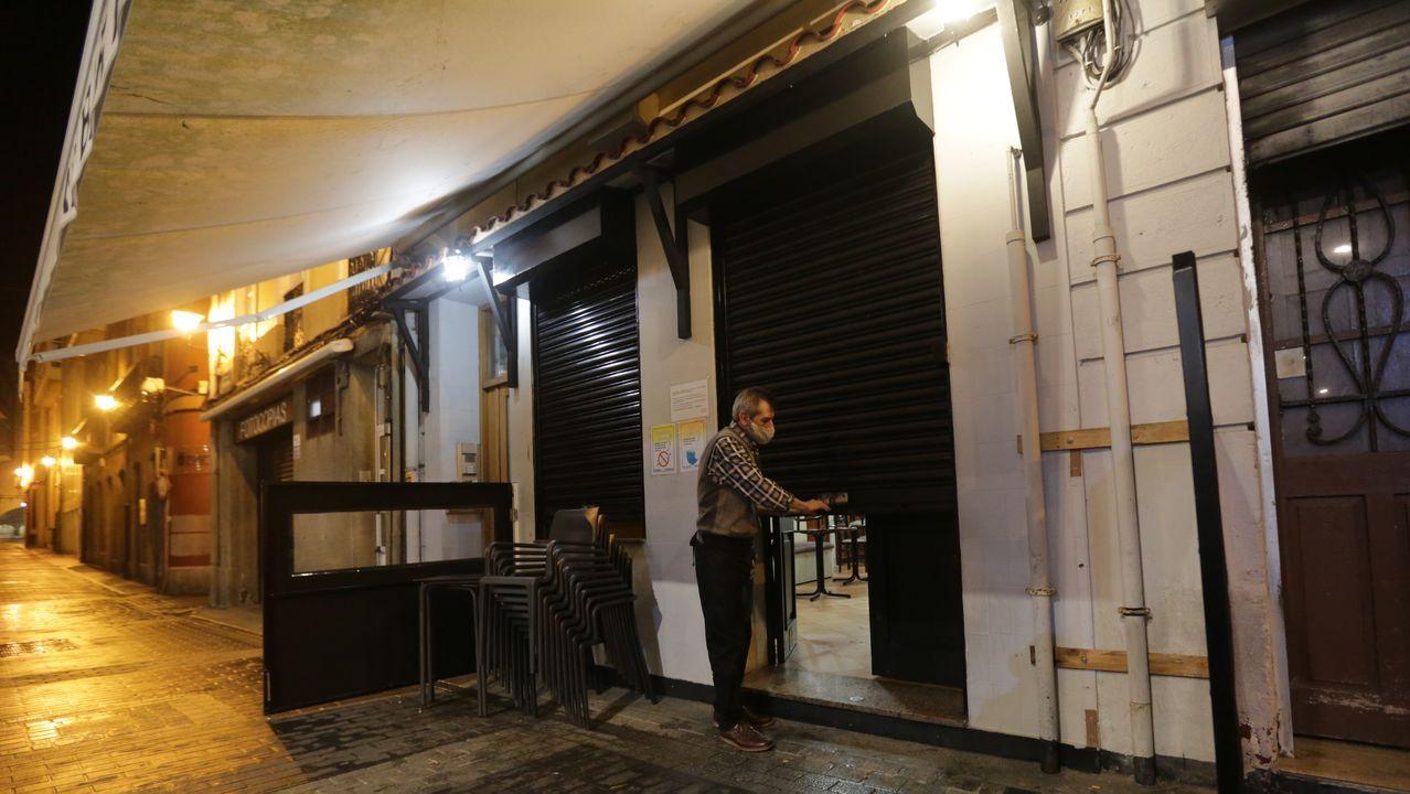 La despedida por un mes de la hostelería coruñesa.La editora y escritora Elena Medel, en Santiago