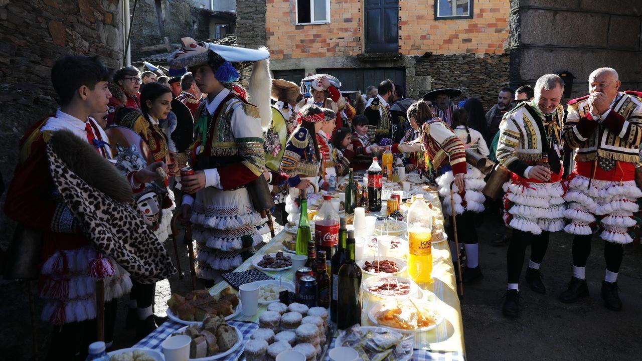 Os felos percorren Maceda.A comitiva co personaxe do entroido visita os pobos do municipio e a Serra de San Mamede