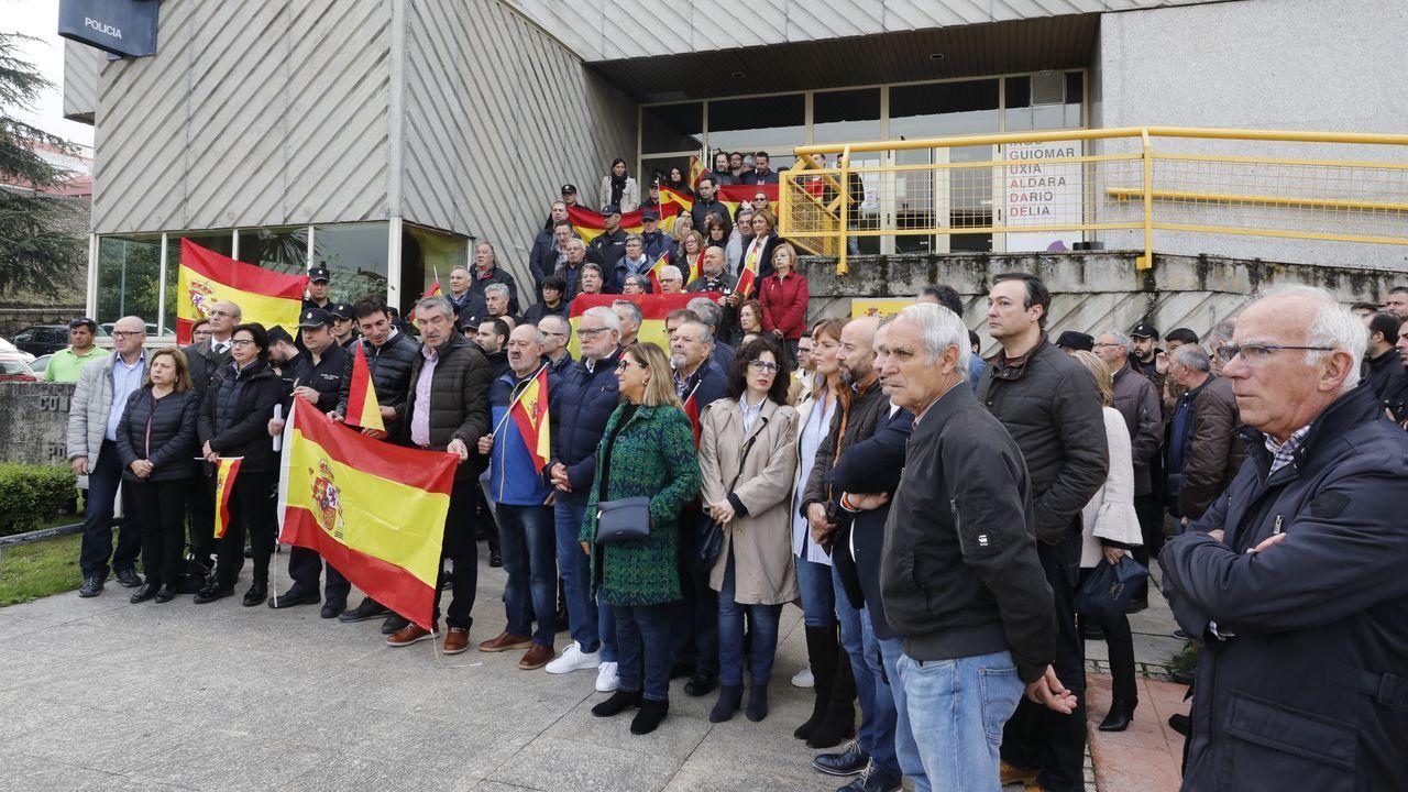 Así fue el recibimiento de los 30 policías de la UIP en A Coruña.Lanzamiento de globos con pintura. Los CDR volvieron a agitar las calles de Barcelona con una convocatoria a la que acudieron pertrechados con globos llenos de pintura. Los radicales lanzaron estos globos contra la Consejería de Interior, a cuyas puertas pidieron la dimisión de Buch.