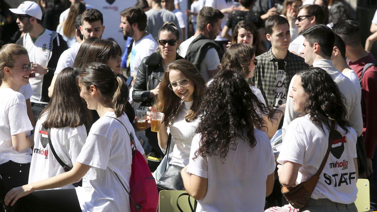 La fiesta de San Pepe reúne a jóvenes de Ferrol y a universitarios de otras ciudades desde primeras horas en el campus