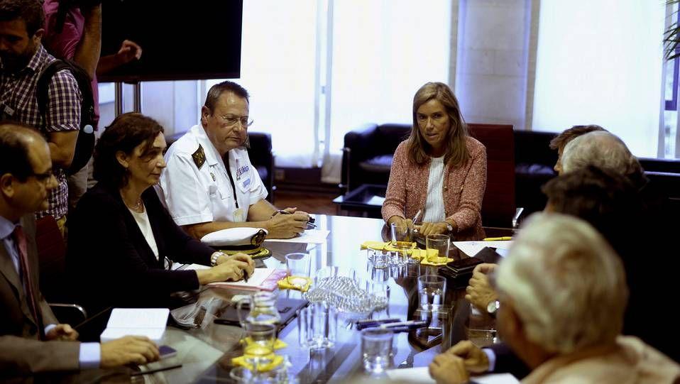 La ministra de Sanidad Ana Mato y responsables de Asuntos Exteriores y Defensa, durante la reunión para organizar la repatriación