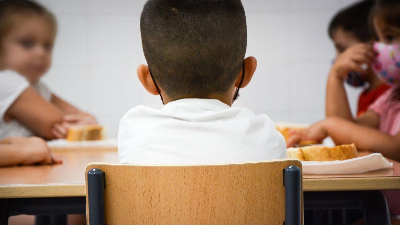 A los centros educativos barbanzanos se asocian 53 contagios de covid