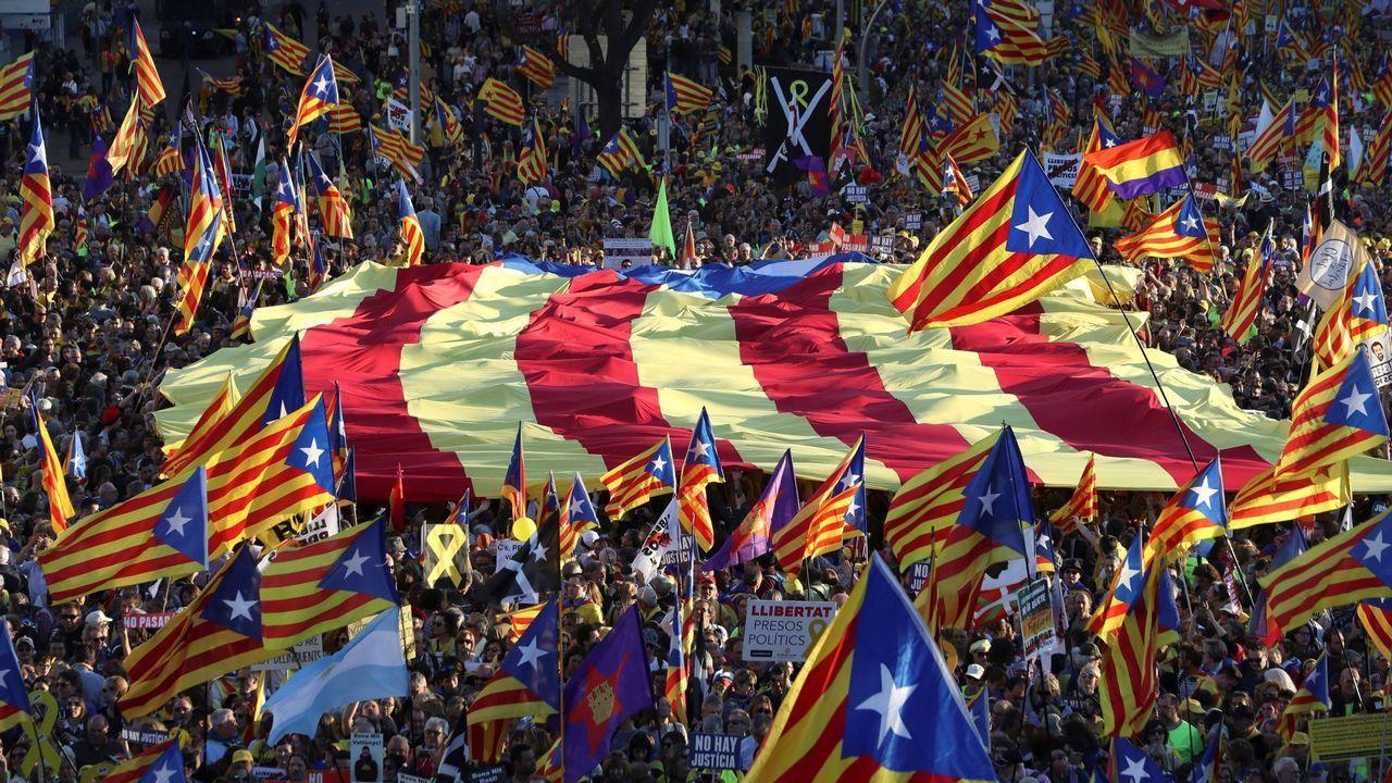 Según el sondeo del Cis catalán, Junts podría perder entre siete y nueve diputados si se celebrasen ahora unas elecciones catalanas.Y podría articularse otra mayoría alternativa, un tripartito de izquierdas, ERC, PSC y los comunes, que superaría (74-77) la mayoría absoluta. Quizás por eso el presidente Torra no quiere elecciones