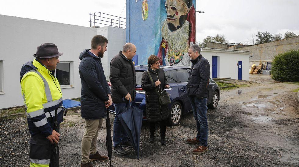 Así ha castigado el temporal a Ourense.La alcaldesa, Elvira Lama, visitó la depuradora acompañada de personal de Viaqua
