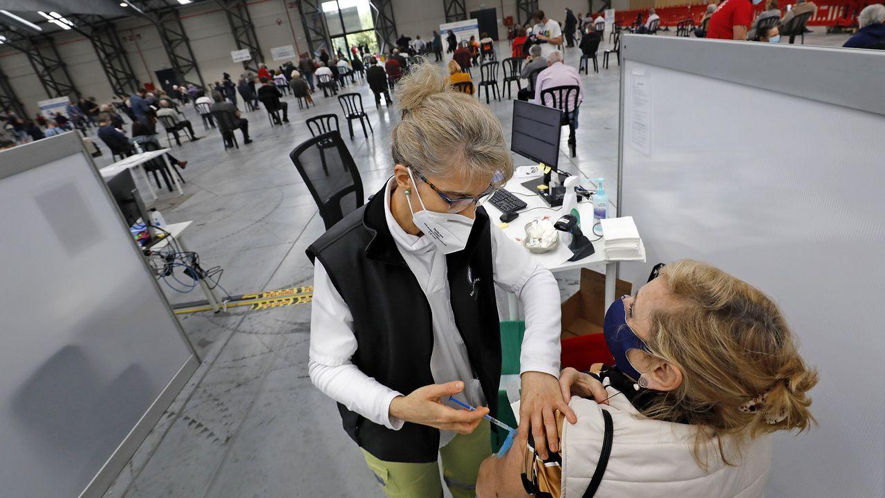 En directo: Comparece la ministra de Sanidad.Vacunación masiva en el Ifevi de Vigo