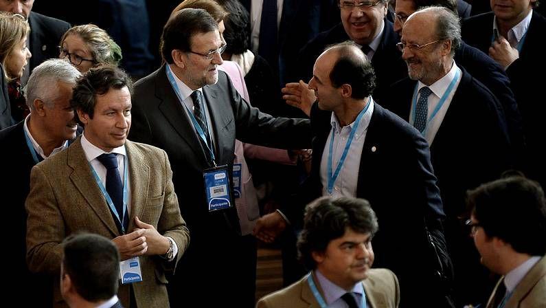 Niega «desencuentros» con Rajoy.Arenas, Zoido, De Cospedal, Sanz y Floriano, ayer en la junta directiva del PP andaluz celebrada en Sevilla.