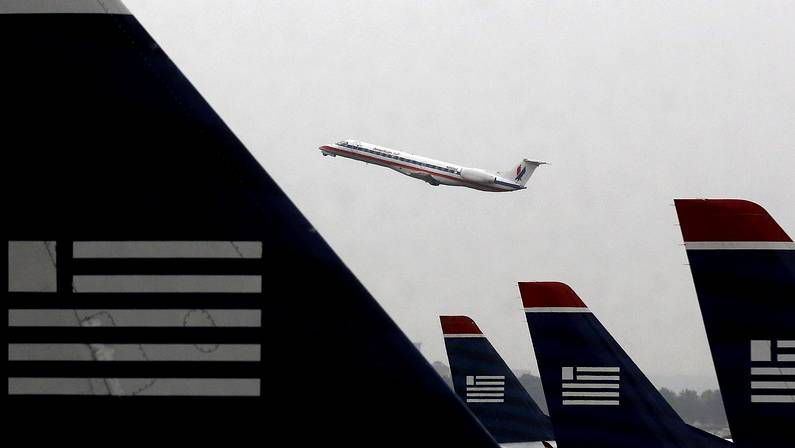 Un manto blanco cubre la costa este.Aviones de U.S. Airways en Washington