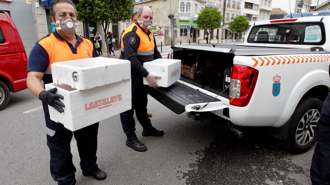 El Mercado de Frutas de A Grela más solidario.La Subdelegación del Gobierno entrega mascarillas al Banco de Alimentos