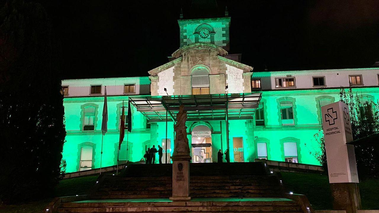 Mujer y ciencia, una combinación ganadora.El Hospital Provincial de Pontevedra iluminó su fachada en verde este jueves por la noche por el Día Mundial contra el Cáncer
