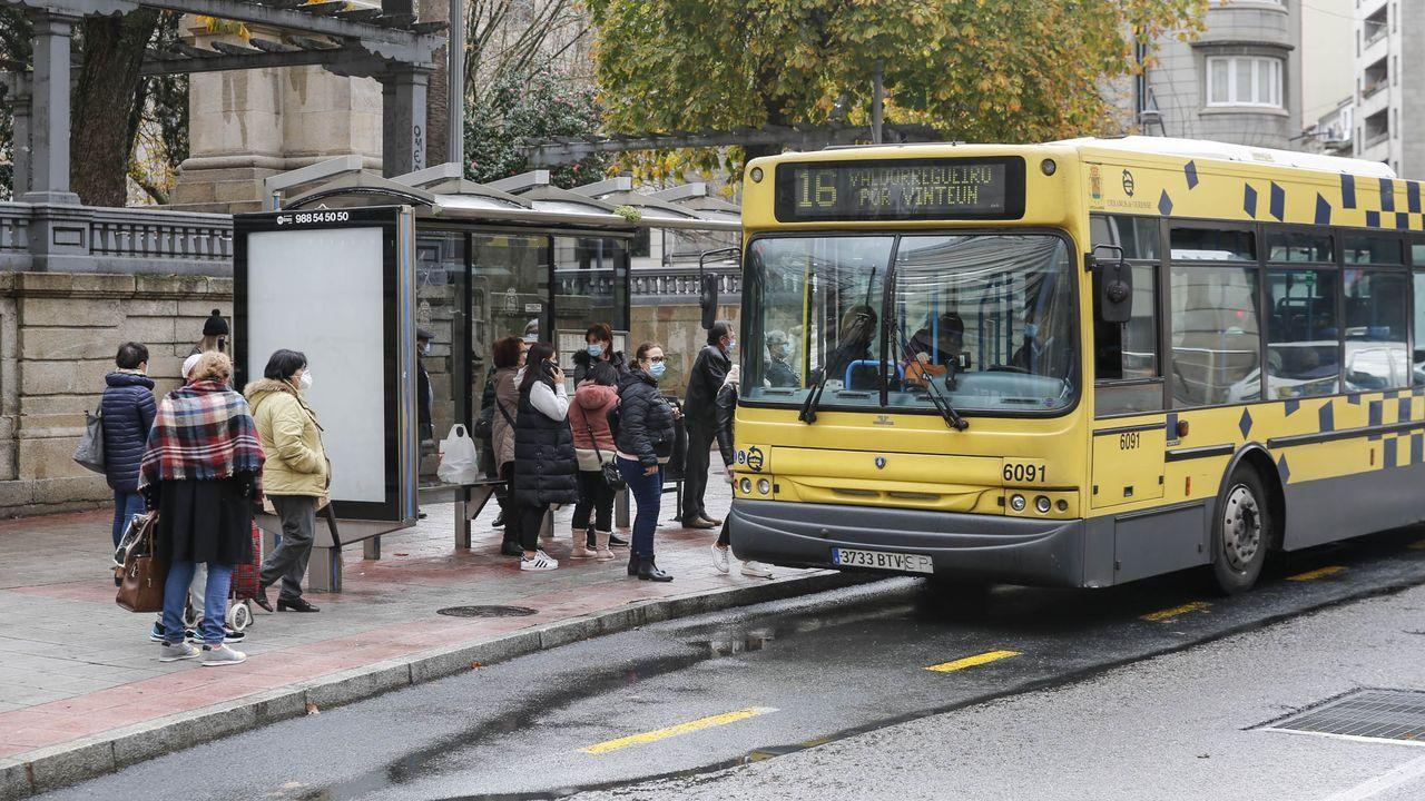 Parada de autobús en la capital ourensana