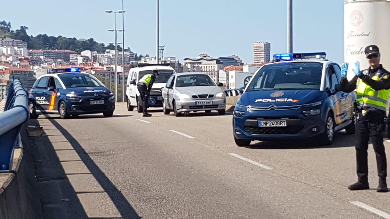 Control de Policía en Isaac Peral en Vigo.Atasco en los juzgados de Vigo durante la huelga del 2018