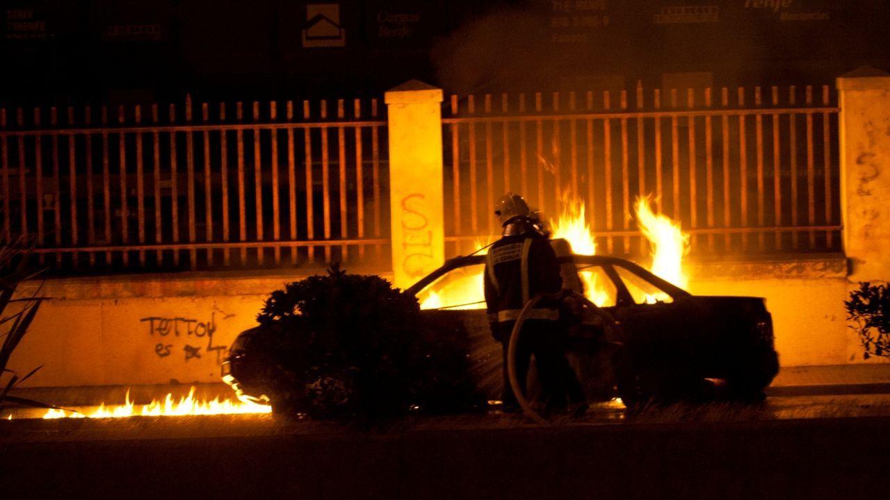 Imagen de archivo, de un turismo que ardió en la avenida del Ejército
