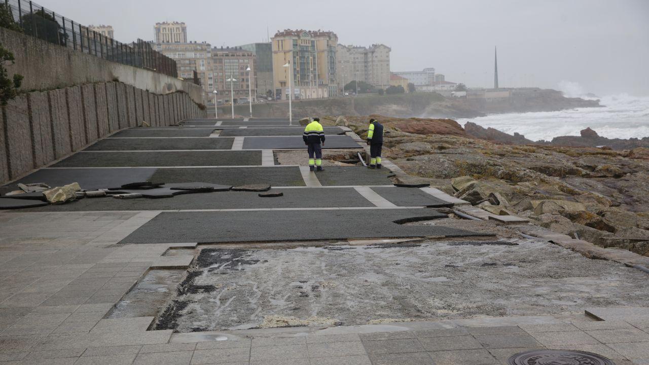 Daños por el temporal en el Paseo Marítimo de A Coruña